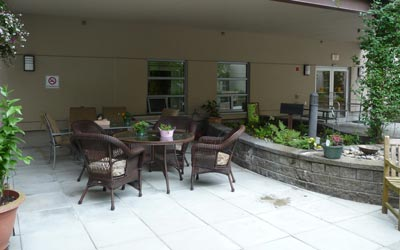 Outdoor patio at McKenney Creek Hospice